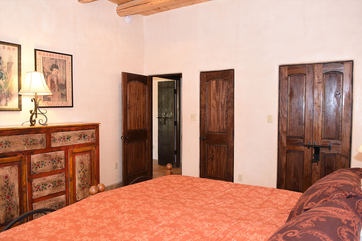 Taos Villas-NM9-third-bedroom-toward-entry