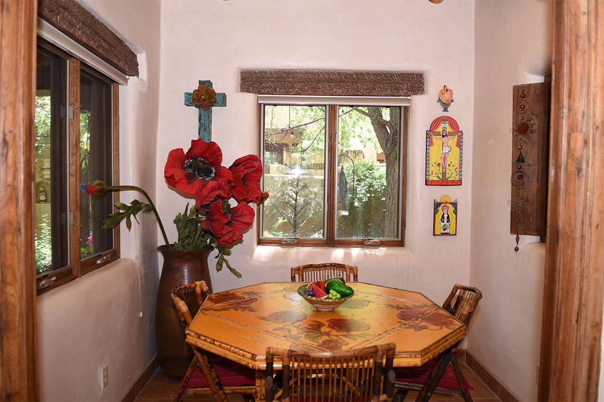 Taos Villas-NM2-Dining-area